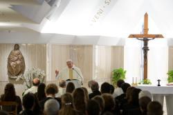 """""""El cristiano debe vencer la tentación de entrometerse en la vida de los otros"""""""