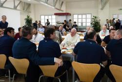 El Papa almuerza con los empleados del Vaticano