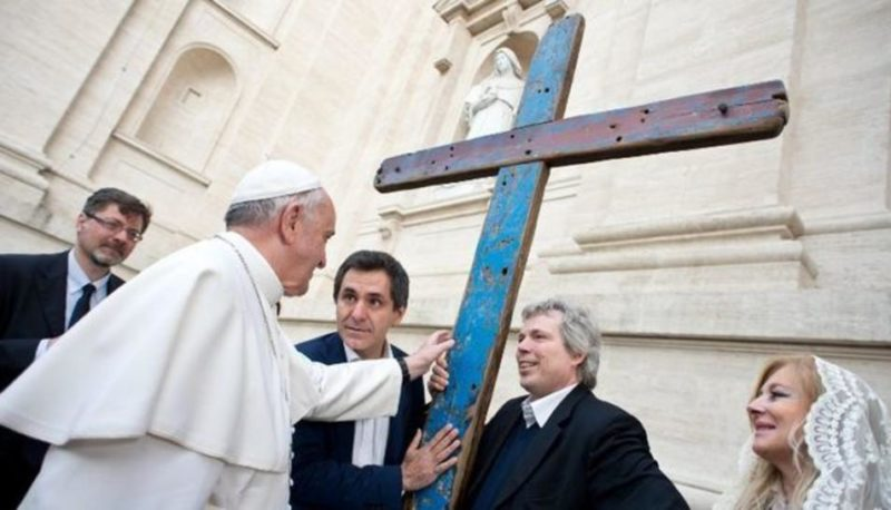 Llegada de la Cruz de Lampedusa, en 'Solidaridad'